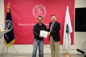 สำหรับนักเรียนต่างชาติ หรือผู้ที่สนใจเรียนในหลักสูตรระดับปริญญาตรี (B.B.A.-B.S.)-โท (M.B.A.-M.S)-เอก (D.B.A.) ลงทะเบียนเรียนที่ Pacific States University 3424 Wilshire Blvd., 12th Fl.,#1200 L.A.,CA 90010 สอบถามได้ที่ 323-731-2383 (มีเจ้าหน้าที่คนไทยให้คำแนะนำ)