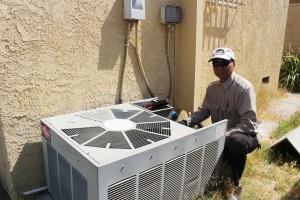 """Summer ที่จะใกล้จะมาถึงนี้! ต้องการล้างแอร์, เติมน้ำยาแอร์ ไม่ว่าจะเป็นที่บ้าน, คอนโด, อพาร์ทเมนต์, สำนักงาน, ร้านอาหาร หรือธุรกิจ-ร้านค้าต่างๆ ติดต่อ """"อู๊ด Electric"""" 818-955-5159, 818-331-4636 Cell"""