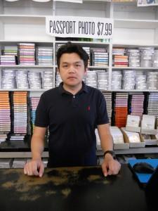 """""""วุฒิ"""" ยินดีให้เช่าวิดีโอ-ดีวีดี ละครไทย-ทอล์คโชว์-เกมส์โชว์-รายการอื่นๆ จากเมืองไทย พร้อมรับถ่ายภาพติดพาสปอร์ต ตรงไปที่ Siam Photo & Video บนถนน Hollywood โทร. 323-666-2134"""