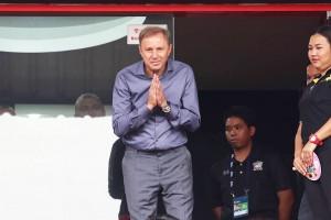 """เริ่มต้นออกมาทำหน้าที่แล้ว ..""""มิโลวาน ราเยวัช ..Milovan Rajevac""""..โค้ชป้ายแดงใหม่เอี่ยมอ่องของทีมชาติไทยชาย เริ่มเคลื่อนไหวแล้ว จะออกไปสอดส่องนักเตะแล้ว ได้แจ้งไปยังทางสมาคมฟุตบอลแห่งประเทศไทยฯว่า จะเข้าไปชมเกมศึกโตโยต้า ไทยลีก 2017 ถึง  4 -5 เกมแล้ว นอกจากนี้ยัง ได้ส่งทีมงานไปชมเกมไทยลีก 2017 ที่สนามอื่นด้วย..""""โค้ช Rajevac""""..จะเริ่มคุมทีมเกมแรกกับทีมชาติไทยในเดือนหน้า นำทีมชาติไทยบุกอุ่นเครื่องกับทีมชาติ อุซเบกิ สถาน วันที่ 6 มิถุนายน ก่อนทำศึกฟุตบอลโลก 2018 รอบคัดเลือกโซนเอเชียรอบ 12 ทีมสุดท้าย กลุ่ม บี นัดที่ 8 จะเปิดสนามราชมังคลากีฬาสถาน พบ ทีมชาติสหรัฐอาหรับเอมิเรตส์ วันที่ 13 มิถุนายนนี้ เขาจะทำให้วงการฟุตบอลประเทศไทย คึกคักได้หรือไม่ต้องรอคอยดูกันต่อไป .."""