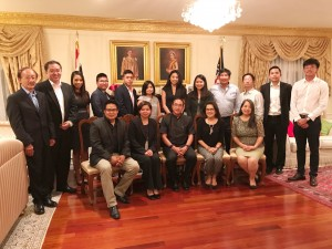 Networking among the new and old generation lead by Consulate General Tanee Sangrat at his resident in Los Angeles on the night of June 27,2017