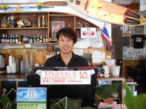 """บริการอย่างเป็นกันเอง จาก """"หน่อย"""" พร้อมอิ่มอร่อยกับอาหารทะเล กุ้ง-หอย-ปู-ปลา-ล็อบสเตอร์-เครย์ฟิช (สไตล์หลุยเซียนา)และอาหารไทยตามสั่งอื่นๆ  อีกมากมาย ที่ร้าน The Shrimp Lover บนถนน Hollywood โทร. 323-668-9113"""