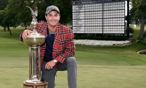 """หลังจากที่เป็นรองแชมป์ผ่านมาถึง 6 รายการฝันเป็นจริง  ..""""Kevin Kisner""""..โปรของสหรัฐอเมริกา คว้าแชมป์รายการ .."""" Dean & Deluca Invitational"""".. เป็นรายการของ U.S. PGA Tour ด้วยสกอร์รวม 10 อันเดอร์พาร์ รับเงินรางวัล $ 1,242,000"""