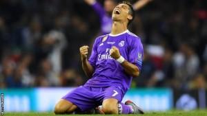ซุปเปอร์สตาร์ ..Cristiano Ronaldo..ยอดกองหน้าชาวโปรตุกีสโชว์ฟอร์มสุดยอด หลังจากที่ทำประตูเพิ่มได้อีก 2 ประตูทำให้สโมสรยักษ์ใหญ่แห่งเวที ลา ลีกา สเปน .. สโมสร Real Madrid เอาชนะ..สโมสร Juventus.. รักษาแชมป์เอาไว้ได้อีกสมัยอย่างง่ายดายแถมเป็นประตูในอาชีพนักฟุตบอลครบ 600 ลูกพอดีช่วยทีมสโมสร Real Madrid ถล่มทีมสโมสร..Juventus.. 4-1 ในเกมยูฟ่า แชมเปี้ยนส์ ลีก รอบชิงชนะเลิศ