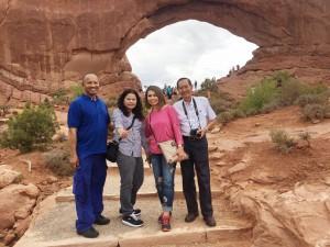 อาทิตย์ที่ผ่านมา วิทยา/ทองสุข และ เคน/ทัศนียา ทรรพวสุ ไปทัวร์กับกลุ่มคนไทย นำเที่ยวธรรมชาติที่น่าสนใจ หลายรัฐในภาคตะวันตกของสหรัฐฯ