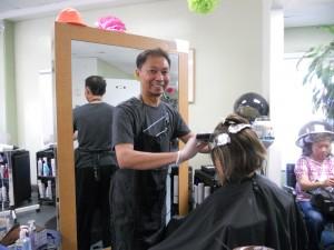 """ตัดแต่งทรงผม พร้อมทำสีผม-ไฮไลน์ ทั้งสุภาพบุรุษ-สตรี โดย """"เอ้"""" ช่างผมฝีมือดี ที่ Hair F/X เมือง San Gabriel โทรนัดได้ที่ 626-228-8213"""