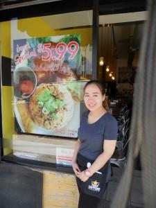 """พิเศษสุด! อาหารกลางวันชุด Lunch Special! เพียง $5.99 ทุกวันจันทร์-ศุกร์ 10am.-4pm. และอาหารตามสั่งอื่นๆ โดยมี """"นุช"""" คอยให้บริการ ที่ร้านอาหารโบราณ บนถนน Hollywood โทร. 323-469-8883"""