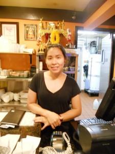 """บริการดีๆ จาก """"ปู"""" พร้อมลิ้มรส ส้มตำ, หมู-เนื้อแดดเดียว, ยำปลาดุกฟู, สุกี้ยากี้, ข้าวหมูแดง, ปลาทอดกระเทียม-พริกไทย, ข้าวเหนียวมะม่วง ที่ร้านอาหารไทย The Original Khun Dang เมือง Van Nuys โทร. 818-442-9936"""