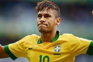 """กำลังจะเป็นนักเตะลูกหนังที่มีราคาค่าตัวสูงที่สุดในโลกถ้าเป็นจริงๆ ตามที่รายงานข่าวจากหลายสำนักกล่าวกันว่า ..Neymar Jr....ซูเปอร์สตาร์ของ..""""FC Barcelona""""...จะได้รับค่าเหนื่อยสูงถึง 30 ล้านยูโร ต่อฤดูกาล หากย้ายมาเล่นกับ.."""" Paris Saint - Germaine""""..ในฤดูกาลใหม่ ก่อนหน้านี้ศูนย์หน้าทีมชาติบราซิล ตกเป็นข่าวอย่างหนักในการย้ายมาร่วมทัพ กับทีมเงินถุงเงินถังแห่งกรุงปารีส แถมผู้บริหารทีม ..""""Paris Saint- Germaine"""".. ยังได้ออกมาประกาศกร้าวแล้วว่ายินดีจ่ายค่าฉีกสัญญาที่มีมูลค่าสูงถึง 222 ล้านยูโร..ข่าวลือยังบ่งบอกถึงสัญญาพร้อมกับเงื่อนไขส่วนตัวที่มีให้กับ..Neymar Jr..  ดังนี้ โดยค่าเหนื่อยของนักเตะจะได้มากกว่าที่ได้รับในปัจจุบันกับ..Barcelona..ถึง 3 เท่า โดย 15% ของรายได้นักเตะจะถูกแบ่งไปให้กับพ่อบังเกิดเกล้าที่ทำหน้าที่เป็นเอเย่นต์ส่วนตัวของเขา...ขณะเดียวกันศูนย์หน้าทีมชาติบราซิล จะได้รับเงินล่วงหน้า 40 ล้านยูโร หากย้ายมาสวมชุดของ..""""Paris Saint- Germaine"""".. พร้อมทั้งได้รับเงินส่วนแบ่งปันกำไรจากกิจการโรงแรมในเครือของบอร์ดบริหารสโมสร รวมถึงมีเครื่องบินเจ็ตส่วนตัวให้ใช้เดินทางกลับบราซิลได้ทุกเมื่อที่เขาต้องการด้วยหากดีลนี้เกิดขึ้นจริง จะทำให้ ศูนย์หน้าชาวบราซิเลียนนายนี้จะกลายเป็นนักเตะที่มีค่าตัวแพงที่สุดในโลก โดยปัจจุบันตำแหน่งนี้เป็นของนักเตะลูกหนังชาว ฝรั่งเศส..""""Paul Pogba""""..ที่ย้ายจากทีมสโมสร..Juventus..ไปอยู่สโมสร..""""Manchester  United""""..ด้วยวงเงินที่ราคา 89 ล้านปอนด์เท่านั้นเอง.. ต้องรอคอยดูว่าจะเป็นไปได้หรือไม่ ?"""