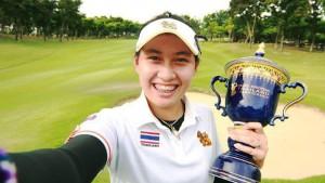 """อาฒยา ฐิติกุล """"น้องจีน"""" นักกอล์ฟสมัครเล่นสาวไทยวัย 14 ปี สร้างประวัติศาสตร์อายุน้อยสุดในโลกคว้าแชมป์กอล์ฟอาชีพ..""""เลดี้ส์ยูโรเปี้ยน ไทยแลนด์ แชมเปี้ยนชิพ""""..อาฒยา ฐิติกุล เป็นนักกอล์ฟสมัครเล่นหญิงทีมชาติไทยที่ได้สิทธิเข้าร่วมการแข่งขันจากการกีฬาแห่งประเทศไทยในฐานะผู้สนับสนุนการแข่งขัน เธอคว้าแชมป์รายการนี้ได้ทำให้เธอได้สร้างประวัติศาสตร์เป็นนักกอล์ฟอายุน้อยที่สุดในโลกนับรวมทั้งนักกอล์ฟชายและหญิงที่คว้าแชมป์กอล์ฟอาชีพด้วยอายุเพียง 14 ปี 4 เดือน 19 วัน ทำลายสถิติเดิมของ..""""Brooke M Henderson""""..จากแคนาดาที่เคยทำไว้ 14 ปี 9 เดือน 3 วัน ครั้งนั้น..""""Brooke M Henderson"""".. คว้าแชมป์รายการ..""""แคนาเดี้ยน วีเมนส์ ทัวร์""""...เมื่อเดือนมิ.ย.ปี 2012... ขอแสดงความยินดีด้วยครับ..."""