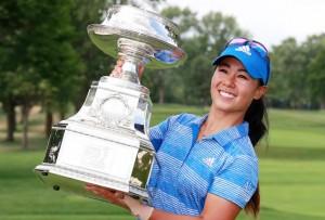 "Kang Danielle.. โปรสาววัย 24 ปีจาก..""นคร ซาน ฟรานซิสโก"".. สกอร์ 13 อันเดอร์พาร์ คว้าแชมป์รายการ LPGA แรกในชีวิต เฉือนชนะแชมป์เก่า ..""Brooke M Henderson"".. ได้อย่างหวุดหวิดหนึ่งสโตรก รับเงินรางวัล $525,000 .."
