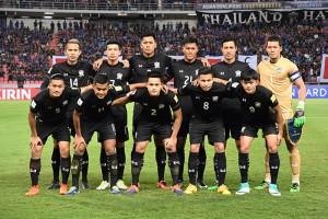 """โฉมหน้าของทีม.. ฟุตบอลชายทีมชาติไทย ชุดใหญ่ที่จะลงแข่งขันชิงถ้วยพระราชทาน ครั้งที่ 45 ในวันที่ 14 และ 16 กรกฎาคม 2560 มีทั้งหมด 4 ทีม การแข่งขันฟุตบอลชิงถ้วยพระราชทานคิงส์คัพ ครั้งที่ 45 นี้ สมาคมกีฬาฟุตบอลแห่งประเทศไทย ได้เชิญ  3 ชาติ จาก 3 ทวีป เดินทางมาร่วมแข่งขัน ปรากฏว่ารอบแรก ทีมชาติไทย เจ้าภาพ พบกับ ..""""ทีมชาติเกาหลีเหนือ""""..  ส่วนอีกคู่เป็น.. ทีมชาติเบราลุส ... พบกับ.. ทีมชาติ บูร์กินาฟาโซ..."""