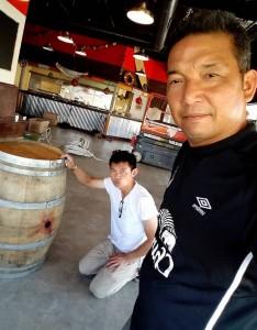 สองเกลอหัวแข็ง อุทัย กลิ่นมาลัย และ จารุวัฒน์ โสณชัย มีตังค์ไม่พอใช้จาก 2 ร้าน The Shrimp Lover ใน L.A.& Redondo Beach เลยชวนกันไปเปิดสาขาที่ 3 ที่เมือง  Sacramento, CA