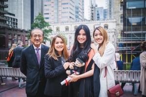 ณัฎวุฒิ/วไลลักษณ์ โพธิสาโร อดีตรอง กงสุลใหญ่แอล.เอ. -เอกอัคราชทูตไทย ประจำกรุงพนมเปญ ชื่นชมกับความสำเร็จของลูกสาวจบปริญญาตรีปี 2017 จาก King;s College London -England
