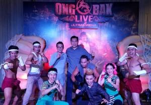 พีท เพิ่มแสงงาม ไปเมืองไทย พร้อมแวะชม ONGBAK LIVE ย่าน ShowDC เมื่อวันศุกร์ที่11 สิงหาคม 2017 มีโอกาสไปนั่งดูและถ่ายภาพเป็นที่ระลึกกับ คุณวินิจ เลิศรัตนชัย ผู้สร้าง องค์ปาก Live action show &ดาราที่แสดงทุกคนกับฉาก-แสงเสียงที่ อลังการ สะท้อนถึงวัฒนธรรมไทย