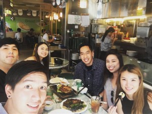 """Bo Bo"" ไอรดา วัฒนวิทูกูร ไปเที่ยวเมืองไทย พบ นิกันติ์ คุณกำจร อดีตนายกสมาคมไทย แห่งแคลิฟอร์เนียภาคใต้ ที่กลับไปทำงานที่เมืองไทย พาเที่ยวฮ่องกง เมื่ออาทิตย์ที่ผ่านมา ยังไม่มีกำหนดกลับแอล.เอ."
