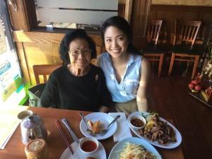เจนนี่ สัมมาพันธ์ ย้ายไปเรียนต่อที่ Loyola University Chicago Major in Medical Sciences แวะมาแอล.เอ. พาคุณย่าไปฉลองวันแม่ ปี 2017 ที่ร้านอาหารไทยเมื่ออาทิตย์ที่ผ่านมา