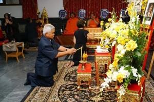 ดำรงค์ หุ่นสุวรรณ พันธมิตรพันธุ์แท้ ไปร่วมพิธีสวดพระอภิธรรมในงานศพ คุณกำธร สัมฤทธิ์มีผล ที่วัดไทย แอล.เอ. เมื่อวันเสาร์ที่ 5 สิงหาคม 2017