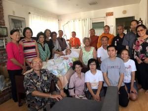 เพื่อนๆ พันธมิตร ไปเยี่ยมคุณกำธร สัมฤทธิ์มีผล ก่อนจะจากพวกเราไปสู่สรวงสวรรค์ สวดอภิธรรมที่วัดไทย ลอสแอนเจลิส  ในวันที่ 4-5-6 สิงหาคม 2560