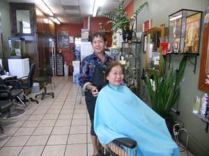 """ทรงผมเข้ากับบุคลิก สีผม-ไฮไลท์ทันสมัย พร้อมแต่งหน้า-ทำผม ในทุกโอกาส โดย """"เปี๊ยก"""" ช่างผมมืออาชีพ ประจำอยู่ที่ Chula Beauty Salon ใน Hollywood โทรนัดได้ที่ 323-286-3713"""