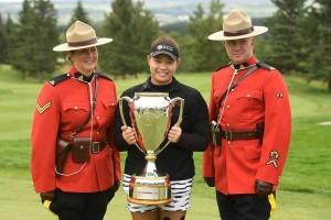 """""""โปรเม""""..Ariya Jutanugarn..โปรสาวไทยมืออันดับที่ 3 ของโลกจะลงป้องกันแชมป์ในอาทิตย์นี้การแข่งขันกอล์ฟ...LPGA Tour...รายการ.. """"Canadian Pacific Women's Open""""... มีคะแนนสะสม..Race to GME Globe 500 ..คะแนน ระหว่างวันที่ 24-27 สิงหาคมนี้ จะใช้สนามกอล์ฟที่สนามกอล์ฟ..Ottawa Hunt and Golf Club , Par 71 , 6,419 yards ...มีนักกอล์ฟชั้นนำของโลกร่วมการแข่งขัน 156 คน พร้อมผู้เล่นมือดีๆ ลงชิงชัยมากมายรวมทั้ง.."""" So Yeon Ryu"""".. มืออันดับที่  1 ของโลกจากเกาหลีใต้ และแชมป์เก่ารายการนี้เมื่อปีค.ศ.  2014..พร้อมด้วย ..Lydia Ko..ที่เวลานี้กำลังตกลงไปเรื่อยๆจนอยู่มืออันดับที่ 5 ของโลก..จากนิวซีแลนด์.. ซึ่งในอดีตที่ผ่านมาครองแชมป์รายการนี้ถึง 3 ครั้ ง โดยเป็นแชมป์สมัยที่ยังเป็นนักกอล์ฟสมัครเล่นเมื่อปี 2012- 2013 และครั้งล่าสุดปี2015...นักกอล์ฟสาวเช่น ..""""Park Suny Hyun""""..ขณะนี้อยู่มือ อันดับที่ 4 ของโลกชาวเกาหลี ใต้ และนักกอล์ฟสาวเจ้าถิ่น.."""" Brooke M. Henderson """"..มืออันดับที่ 10 ของโลกถูกจัดให้เป็นหนึ่งในนักกอล์ฟที่น่าจับตามองลุ้นแชมป์ในสัปดาห์นี้..."""