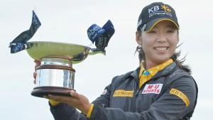 """คว้าชัยชนะรายการของ LPGA ครั้งที่ 2 ของชีวิต โปรกอล์ฟสาววัย 24 ปี ชาวเกาหลีใต้ .."""" Mi Hyang Lee"""".. ที่ขณะนี้นั้นใช้ชีวิตอยู่ที่เมือง  Columbus, SC .. ทำผลงานได้สุดยอดโชว์วงสวิงทำสกอร์ 6 อันเดอร์พาร์ ในการแข่งรอบสุดท้าย เสียไปเพียงโบกี้เดียว แต่เก็บได้ถึง 7 เบอร์ดี้ เธอเฉือนชนะ..""""Mi Jung Hur"""".. นักกอล์ฟสาวชาติเดียวกัน และ.."""" Karrie Webb""""..ไปแบบหวุดหวิดคนละ  1 สโตรก"""