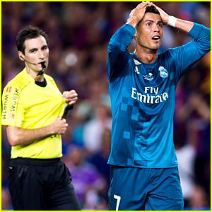 """15 ส.ค. 60 สหพันธ์ฟุตบอลสเปน (อาร์เอฟอีเอฟ) สั่งลงโทษแบน ..""""Cristiano Ronaldo""""..ซูเปอร์สตาร์ของ..""""Real Madrid """"..นาน 5 เกมพร้อมปรับเงินอีก 2,700 ปอนด์ หลังเจ้าตัวโดนไล่ออกจากสนามในเกม.."""" Spanish Super Cup""""..นัดแรกที่ """"Real Madrid """" บุกไปชนะ ..""""Barcelona """"..3-1 เมื่อวันอาทิตย์ที่ผ่านมา..""""Cristiano Ronaldo""""..โดนใบเหลืองแรกจากการถอดเสื้อหลังยิงประตูให้.."""" Real Madrid """"..ขึ้นนำทีม..Barcelona.. 2-1 ในนาทีที่ 80 ก่อนจะมาโดนเหลืองที่ 2 จากจังหวะที่ผู้ตัดสิน  มองว่าเขาเจตนาพุ่งล้มเรียกจุดโทษหลังโดน ที่โดนผู้เล่น กองหลังทีม..Barcelona..พุ่งเข้ามาเบียดจากด้านข้างทำให้.""""Ronaldo """"..คุมอารมณ์ไม่อยู่ และผลักผู้ตัดสินหลังโดนใบแดงทำให้กรรมการเขียนเรื่องนี้ลงไปในรายงานการแข่งขัน และส่งผลให้.คณะกรรมการผู้ตัดสิน..สั่งแบนเพิ่มอีก 4 นัดรวมกับโทษแบนจากการได้รับใบเหลืองแดง 1 นัด รวมทั้งสิ้น 5 เกมด้วยกัน.."""
