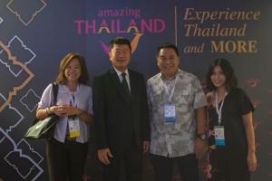 """""""เจ"""" นภาพร สุรเจริญชัยกุล  เจ้าของ See my Thailand พบ อดีตผอ.ททท.แอล.เอ. สันติ ชุดินธรา รองผู้ว่าการด้านนโยบายและแผน  เธอ impressed with TAT's innovation activities to promote Thailand as the epi-center for tourism in Southeast Asia. With targets of 35.4 million international arrivals and 50 Billion USD in tourism receipts for 2017"""