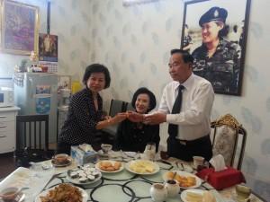 พลเอก บุญเลิศ (เสธอ้าย)และภรรยา คุณธิดา แก้วประสิทธ์ ในฐานะ ประธานนักเรียนเตรียมทหาร รุ่นที่1 อดีตประธานมูลนิธิศิษย์เก่าโรงเรียนตรียมทหารมอบเหรียญ พระพุทธชินราชเนื่องในวัน สถาปนาครบรอบ100ปีของราชตฤณมัยสมาคม แห่งประเทศไทยในพระราชูปถัมภ์ ให้คุณเทพิน จุลเสวี