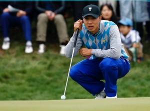 อดีตแชมป์..PGA Tour ...ทิ้งปืนยาวกลับมาเล่นกอล์ฟอาชีพอีกครั้งหลังจากที่วางไม้กอล์ฟ ไปเป็นเวลา 2 ปี เพื่อทำหน้าที่ของลูกผู้ชาย ..Bae  Sang - Moon ...นักกอล์ฟ อดีตซูเปอร์สตาร์ ของ เกาหลีใต้ เขาลงเล่น..President Cup ครั้งสุดท้ายเมื่อปี ค.ศ.  2015 ในประเทศของเขา..Bae Sang - Moon ..จะกลับมาแข่งขันกอล์ฟอาชีพอีกครั้งในอาทิตย์หน้า ..หลังจากเขาถูกปลดออกจากการรับราชการทหารภาคบังคับในเดือนสิงหาคมที่ผ่านมา  ในอดีตที่ผ่านมาคว้าชัยชนะ..Asian Tour  3 รายการ ใช้เวลาไปถึง 2 ปีในฐานะพลทหารปืนยาว ในกองทัพเกาหลีใต้ เขาเคยได้แชมป์...PGA Tour.. Byron Nelson Championship ในปีค.ศ.  2013 และ..Frys. com Open ในปี ค.ศ. 2014 หลังจากที่ได้กลับมาอีกครั้งเขา ให้สัมภาษณ์ว่าตีได้ไกลขึ้นกว่าเดิม เพราะน้ำหนักตัว และผลจากการฝึกทหารในกองทัพ..
