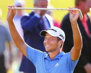 การแข่งขันพีจีเอทัวร์ รายการ ..Tour Championship..การชิงชัยกันในวันสุดท้าย ผลปรากฏว่าแชมป์ของรายการตกเป็นของนักกอล์ฟโปรเจ้าถิ่น..Xander Schauffele...วัย 23 ปีซึ่งเข้ามาเล่น..PGA Tour..เป็นปีแรก ทำสกอร์รอบสุดท้ายเข้ามา 2 อันเดอร์พาร์ สกอร์รวมสี่วัน 12 อันเดอร์พาร์ เหนืออันดับที่ 2 โปรเพื่อนร่วมชาติ..Justin Thomas...แค่สโตรกเดียว..คว้าชัยชนะรายการ PGA Tour.. รายการที่ 2 ในชีวิต..
