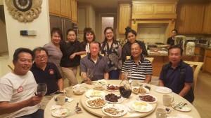 "Happy Birthday to Khun ""King"" (ซ้ายสุด) ฉลองด้วยไวน์ราคาขวดละ $2,000 ไปเรียบร้อยแล้ว เมื่ออาทิตย์ที่ผ่านมาที่บ้านในเขต Los Feliz ,CA ของ สมชาย จันทร์แสง"