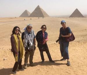 """""""เจ"""" นภาพร สุรเจริญชัยกุล เจ้าของ""""See my Thailand"""" ตุลาคมปีนี้พาลูกทัวร์ไปตระเวนถึง ประเทศอียิปต์แวะชักรูปเป็นที่ระลึกกับปิระมิต"""