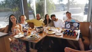 ประเสริฐเชาวน์/ซูซาน ธุวะนุติ พาสองลูกสาว Nancy and Elizabeth พร้อมด้วย Beto Solis ลูกเขย และ ว่าที่ลูกเขย ไปเที่ยว Corona Del Mar Beach, OC แวะ IHOP for Lunch เมื่อสุดสัปดาห์ที่ผ่านมา