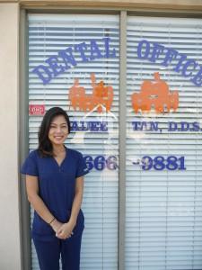 ตรวจเช็คสุขภาพฟัน กับ ท.ญ.ชาลีน วีรานันท์ พร้อมทั้งความสะอาดฟัน, อุดฟัน, ครอบฟัน, ถอนฟัน, ฟอกฟันขาว, จัดฟัน Invisalign, รักษาโรคฟัน-รากฟันเทียม ที่คลีนิคหมอฟัน 5065 Hollywood Blvd. Suite#205, L.A., CA 90027 โทรนัดได้ที่ 323-666-9881