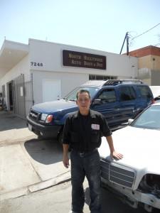 """ซ่อมตัวถัง พ่นสีรถยนต์ทุกชนิด โดย """"ช่างใหญ่"""" ช่างผู้เชี่ยวชาญ ที่ North Hollywood Auto Body & Paint เมือง N.Hollywood ติดต่อ 818-980-4851"""