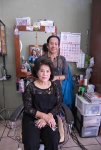 """""""ช่างเปี๊ยก"""" ช่างผมฝีมือดี ประจำอยู่ที่ Chula Beauty Salon ไปพักผ่อน Vacation ที่เมืองไทย จะกลับมาให้บริการในวันที่ 15 พฤศจิกายน 2017 โทร. 323-286-3713"""
