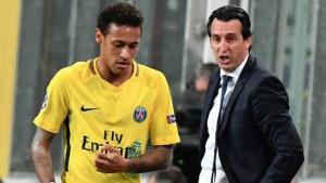 …..เป็นข่าวอีกแล้วสื่อฝรั่งเศสได้รายงานข่าว..Unai Emery.. อูไน เอเมรี ซุปเปอร์สตาร์กองกลางของประเทศสเปน ขณะนี้นั้นรับหน้าที่เป็น .. Manager Paris Saint - Germain FC ปารีส แซงต์-แชร์กแมง.. (เฮดโค้ช) มีปากเสียงกับ..Neymar...กองหน้าซุปเปอร์สตาร์ของทีมระหว่างการซ้อมเมื่อกลางสัปดาห์...สำหรับเหตุการณ์ดังกล่าวเกิดขึ้นจากการที่.. Unai Emery สั่งให้นักเตะครึ่งหนึ่งของทีมเลิกซ้อมเร็วกว่ากำหนด หลังเกมฟุตบอลยูฟ่า แชมเปี้ยนส์...อย่างไรก็ตาม เรื่องดังกล่าวกลับทำให้แข้งทีมชาติบราซิลไม่พอใจ เหตุอยากซ้อมนานกว่านั้น ทำให้ซุปเปอร์สตาร์..Neymar..วัย 25 ปี ปาบอลใส่กำแพงด้วยอารมณ์ฉุนเฉียวจนนำไปสู่การทะเลาะกันของทั้งคู่ นับเป็นครั้งที่2  ในรอบเดือนที่ ..Neymar..มีปัญหากับคนในทีม โดยก่อนหน้านี้ก็เคยผิดใจกับ.. Edinson Cavani..นักเตะดาวดังชาวอุรุกวัย เกี่ยวกับเรื่องแย่งกันยิงจุดโทษจนเป็นประเด็นไปทั่วโลกมาแล้ว..