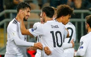 """ขอแสดงความยินดีเจ้าของฉายา..อินทรีเหล็ก.. เยอรมนีแชมป์เก่าสมชื่อ ทำผลงานสุดยอด ชนะ 10 แมตช์รวด เก็บ30 คะแนนเต็ม ยิงได้ 43 ประตู มากที่สุดในรอบคัดเลือกฟุตบอลโลกโซนยุโรปตลอดกาล ทุบสถิติเก่าของ..สเปน..ที่เคยทำเอาไว้ 42 ประตู และ """"อินทรีเหล็ก"""" เสียประตูแค่ 4 ประตูเท่านั้น.."""