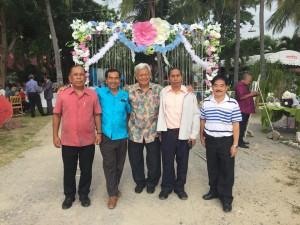 อาทิตย์ที่ 5 พฤศจิกายน 2017 มณเฑียร ทุมเพชร  ไปงานแต่งลูกชาย เพื่อนร่วม รุ่นโรงเรียนพัทลุง ปิติเลิศ สุวรรณเกษา อดีตนายอำเภอควนขนุน จังหวัดพัทลุงที่ห้องอาหาร ระเบียบทะเล ริมชายหาดแสนสำราญ เพชรบุรี