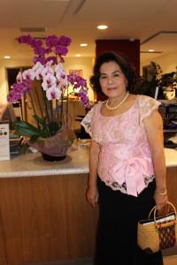 """กิริยา หิรัญพลกุล ประธานสภาสตรีไทยฯ จัดงาน """"ราตรีศรีสยาม""""เพื่อขอบคุณคนดี ที่ทำประโยชน์แก่ชุมชนไทยในอเมริกา ในวันที่ 17 ธันวาคม 2017  ที่โรงแรมลินคอล์น พลาซ่า บัตรราคา $50, $45, $35, $30 ซื้อบัตรได้ที่ กิริยา 323-363-8898"""