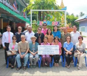 """""""แอ๋ว""""ขอบคุณพี่น้องเพื่อนฝูงจาก L.A. และเมืองไทยที่ได้ร่วมบริจาคเงิน 157,740บาท เพื่อซ่อมแซมโรงเรียนของเด็กพิเศษ ที่ อ.บางคนที จ.สมุทรสงคราม เพื่อลดความแออัดของนักเรียน ซึ่งต้องผลัดวันไปเรียนที่ รร หลังเก่าพื้นที่ตำบลอัมพวา"""