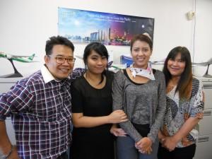 """จองตั๋วเครื่องบินไป-กลับเมืองไทย LAX-BKK-LAX ทุกสายการบิน พร้อมรับจองแพ็คเกจทัวร์ในอเมริกา ในราคาพิเศษ โดยมี """"อ้อย&ทีมงาน"""" ให้การต้อนรับ ที่ Star Tours ในฮอลลีวูด โทร. 323-644-1063, 1-800-974-10367"""