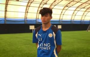 """มาทำความรู้จักกับเขากัน เขาคือ..Leon James..นักเตะไทยวัย 15 ปี ในดินแดนยุโรป ฝึกซ้อมอยู่กับ """"สโมสรเลสเตอร์ ซิตี้"""" Leicester City ตั้งแต่อายุ 6 ขวบ โดยใฝ่ฝันอยากติดธงชาติไทยบนหน้าอก คุณพ่อของหนุ่ม James เป็นคนกรุงเทพมหานคร ส่วนคุณแม่เป็น..คนสุโขทัย..แต่เจ้าตัวกับครอบครัวได้ย้ายมาอยู่ในประเทศอังกฤษ และเริ่มเตะฟุตบอลพร้อมกับมีฝีเท้าที่เต็มเปี่ยมไปด้วยพรสวรรค์ ทำให้มีโอกาสได้ฝึกฝนในระดับAcademy กับ Birmingham เบอร์มิงแฮมและ Coventry Soccer Camp ..โคเวนทรี...ก่อนเลือกย้ายมาอยู่กับ..LeicesterCity...เลสเตอร์ ซิตี้.. ตั้งแต่อายุ 6 ขวบ มีผู้สื่อข่าวไทยได้บินลัดฟ้าไปสัมภาษณ์..Leon James..นักเตะเยาวชนชาวไทยของ..Leicester City...สโมสรเลสเตอร์ ซิตี้...โดยคำถามสุดท้ายผู้สื่อข่าวถามแข้งวัย 15 ปี ว่า """"อยากเล่นฟุตบอลให้กับทีมชาติอะไร"""" กองกลางดาวรุ่ง..Leicester City...เลสเตอร์ ซิตี้... ก็ตอบอย่างไม่ลังเลว่า """"ไทยครับ"""" สักวันหนึ่งเราคงจะได้ชมฝีเท้าของหนุ่ม น้อยคนนี้กันบ้าง..ส่วนตัวผมเองก็อยากจะชมเช่นเดียวกัน..ครับ.."""