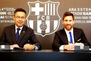 """หลังจากที่ """"Lionel Messi"""" ยินยอมพร้อมใจ ตัดสินใจจรดปากกาต่อสัญญากับสโมสร..Barcelona..ออกไปจนถึงปี ค.ศ.2021 งานนี้ทำให้กัปตันทีมชาติอาร์เจนตินา..กลับมาทวงบัลลังก์ค่าเหนื่อยแพงสุดในโลกอีกครั้งเป็นที่เรียบร้อย ค่าเหนื่อยเพียง 43 ล้านยูโร"""