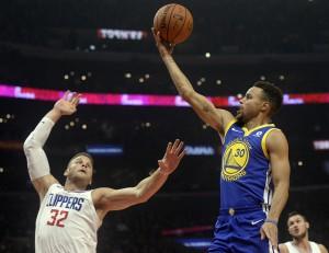 หลังจากที่เริ่มเกมแรกแพ้ในบ้าน แชมป์เก่า Golden State Warriors ไล่ต้อนชนะ L.A. Clippers ขาดลอย สุดมัน 141-113 คะแนน Stephen Curry ดาวดังของทีม..Golden State Warriors.. ทำแต้ม 31 แต้ม ในเกมนี้ ส่วนKevin Durant คู่หูของ..Stephen Curry ..ทำได้ 19 แต้ม ช่วยให้ทีมชนะ..L.A. Clippers ได้อย่างสง่างาม เป็นเกมที่ 11 ติดต่อกัน...
