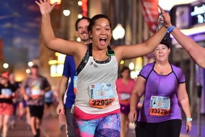 """เทศกาลบริจาค:กนกวรรณ คอพลบ เป็นนางแบบ ปชส. เธอเป็นลูกสาว """"แดง""""จักษ์ฑิป ชนะพลคลัง อดีตนายกสมาคมพยาบาลไทย สนับสนุนเธอที่ www.gofundme.com/the-kindness-fund-la-marathon"""