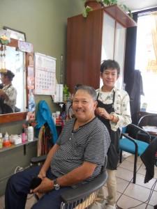 """ตัดแต่งทรงผมให้เข้ากับบุคลิก, ทำสีผม-ไฮไลท์ให้ทันสมัย พร้อมรับแต่งหน้า-ทำผมในทุกโอกาส โดย """"ช่างเปี๊ยก"""" ช่างผมฝีมือดี ประจำอยู่ที่ Chula Beauty Salon โทรนัดล่วงหน้าได้ที่ 323-286-3713"""