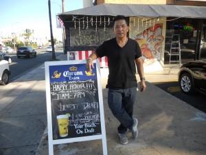 พิเศษ! Happy Hour เสริฟ Draft เบียร์สิงห์-ซัปโปโร-โคโรน่า เอ็กตร้า ทุกวัน เวลา 11am.-7pm. $3.50 และ เวลา 7pm.-ร้านปิด $4.50  โดยมี อุทัย กลิ่นมาลัย ให้การต้อนรับ ที่ร้าน The Shrimp Lover บนถนน Hollywood โทร. 323-668-9113