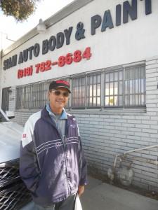 """พ่นสี เคาะรถทุกชนิด โดย """"ช่างแดง"""" ช่างผู้เชี่ยวชาญและฝีมือปราณีต บริการตีราคารถ """"ฟรี!"""" ที่ Siam Auto Body and Paint เมือง Van Nuys ติดต่อ 818-782-8684"""